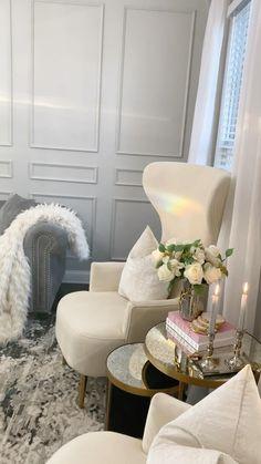 Blue Living Room Decor, Dining Room Table Decor, Living Room Decor Inspiration, Glam Living Room, Living Room Designs, All White Room, Diy Home Decor Easy, Luxury Dining Room, Home Decor Trends