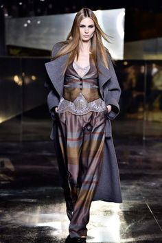 H&M showed its Fall 2016 collection at Paris Fashion Week. The fashion show featured amazing clothes and diverse models. Mens Style Guide, Men Style Tips, Fashion Models, Fashion Show, Fashion Tips, Fashion Design, Men's Fashion, Beautiful Outfits, Cool Outfits
