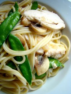Spaghetti with chicken in white wine parmesan sauce