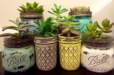 64 DIY Easy and Unique Mason Jar Decorations Glasses Mason jars; mason jar crafts for kids; home decoration; Mason jars for wedding. Diy Hanging Shelves, Diy Wall Shelves, Floating Shelves Diy, Mason Jar Projects, Mason Jar Crafts, Mason Jar Diy, Mason Jar Garden, Mason Jar Planter, Vintage Mason Jars