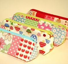 Row of pencil cases Sewing Tutorials, Sewing Crafts, Sewing Projects, Diy Quiet Book, Sewing To Sell, Diy Couture, Pencil Boxes, Tips & Tricks, Fabric Houses