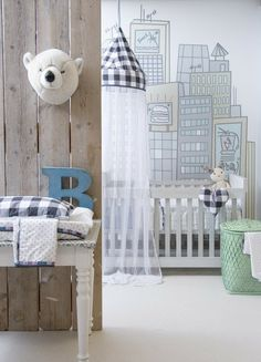 Me ha encantado como queda en este caso nuestro trofeo de oso polar. Podeis comprarlo en nuestra tienda en el siguiente link: http://www.belandsoph.com/products/trofeo-peluche-panda /petit à petit and family: Nursery Decor We Love... Parenting & Me