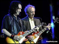 Mike Campbell, Tom Petty, Cool Guitar, Les Paul, Playing Guitar, Toms, Guitars, Random Stuff, Legends