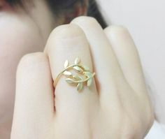 RN200 / Matt Gold or Silver / Leaves Ring by BeadsPool on Etsy