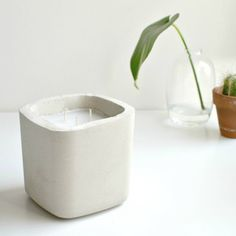 these minimal concrete candles are the perfect coffee table addition!