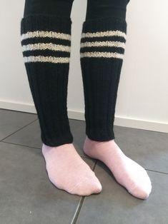 Kolmiraita säärystimet, 7 Veljestä musta ja valkoinen Leg Warmers, Socks, Legs, Fashion, Leg Warmers Outfit, Moda, Fashion Styles, Sock, Stockings