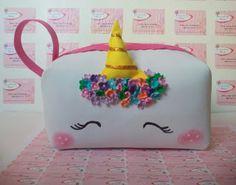 Las Cosas de tía Marta: Reto amistoso número 94: unicornios o sirenas. Unicorn Outfit, Unicorn Clothes, Diy And Crafts, Crafts For Kids, Unicorn Crafts, Baileys, Unicorn Party, Blue Moon, Paper Art