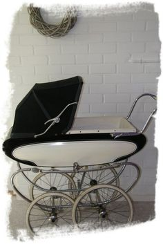 Vintage stroller for baby shower pictures. Vintage Stroller, Vintage Pram, Pram Stroller, Baby Strollers, Baby Shower Pictures, Prams And Pushchairs, Baby Prams, Baby Carriage, Prams