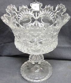 Beautiful Shannon Elizabeth Crystal Dish  This is a beautiful crystal piece made by Shannon Elizabeth in Ireland.