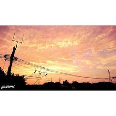 昨日の夕焼け  そろそろ雨が降りそうな空 明日は甥っ子遠足なのに 最強の雨男  今週もお付き合い頂き ありがとうございました また明日からも 頑張りましょう  同じ空の下 素敵な夜を  #sky#skyporn#skylovers#skycolors#sunset#sunsetporn#sunsets#clouds#cloudstagram#nature#natureporn#instagood#instasky#instaskyporn#instasunset#beautiful#happy#smile#japannight#ig_sky#sky_perfection#myskynow#igで繋がる空#ダレカニミセタイソラ#アナタトミタイソラ by natsuiro_429