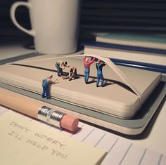 Miniature_Office_New_Tiny_Moments_of_Agency_Life_in_Miniature_by_Derrick_Lin_2016_01
