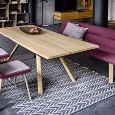 33 Admirable Modern Wood Table Design Ideas - In working with tables, choosing the specific type desired is the first step which will include both the size and style of the table. Smart Furniture, Recycled Furniture, Home Decor Furniture, Furniture Projects, Wood Table Design, Design Tisch, Handmade Kitchens, Pottery Barn, Sweet Home