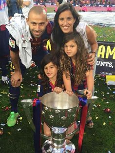 # With this greeting, and a choreography creepy, the Camp Nou he wanted to greet his champion, in the last blaugrana Fc Barcelona, Barcelona Football, I Love Girls, My Love, Extreme Makeover, Park Photography, Camp Nou, Club, Pretty Pictures