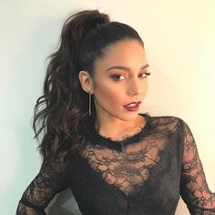 Vanessa Hudgen's Changing Hair Styles Over The Years - wavy long ponytail High Ponytail Hairstyles, Wavy Ponytail, Long Ponytails, Diy Hairstyles, Wedding Hairstyles, Bridesmaid Hair, Prom Hair, Style Vanessa Hudgens, Vanessa Hudgens Makeup