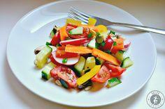 Ein schmackhafter bunter Salat mit süß-scharfer Marinade als leichte Kost oder auch als Beilage zu Fleischgerichten.