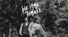 Nós somos os Thrall e essa é a nossa família. Nós fotografamos histórias e pessoas reais pelo mundo inteiro. Nossa fotografia é uma fusão de quem somos individualmente e das experiências que temos juntos como casal.