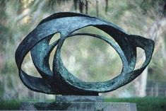 Photograph:An abstract sculpture by Barbara Hepworth is on display at a sculpture garden at the University of California, Los Angeles. Sculpture Projects, Art Sculpture, Sculpture Garden, Barbara Hepworth, English Artists, Contemporary Sculpture, Outdoor Art, Tribal Art, Art Photography