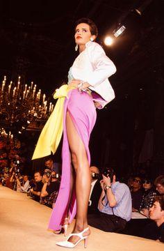 Nadège Dubospertus au défilé Yves Saint-Laurent, Haute Couture, collection Printemps-été 1992 à Paris en janvier 1992, France. (Photo by PAT/ARNAL/Gamma-Rapho via Getty Images) Yves Saint Laurent Paris, St Laurent, Ysl, Runway Fashion, High Fashion, Style Icons, Supermodels, Catwalk, Fashion Brands