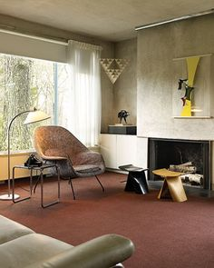 Walter Gropius House - 1938. Notice art where now a tv would be..