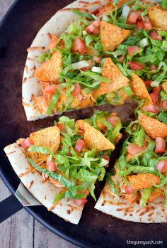 This Chicken Taco Pizza is an easy dinner recipe that your family will love! #CampbellsSauces ad