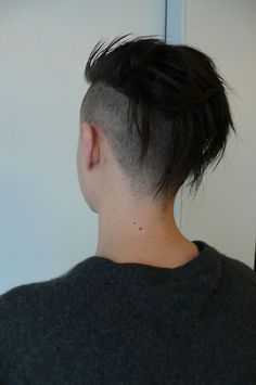Basically my hair now but longer. need this reminder that I DO want to keep growing. Undercut Hairstyles, Funky Hairstyles, Haircuts, Hairstyle Short, Hair Inspo, Hair Inspiration, Short Hair Cuts, Short Hair Styles, Short Punk Hair