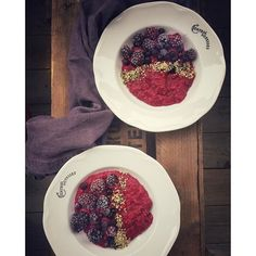 Goodmorning with this superhealthy beet, black berries, black currant, date oatmeal with hemp seed. So delicious and colourful!  #goodmorning #breakfast #beet #oatmeal #blackcurrant #blackberry #date #hempseed #eathealthy #eatmoreplants #healthychoices #addmoregreen #foodstyling #foodphotography #foodgawker #thefeedfeed #f52grams #foodglooby