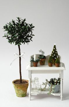 Miniature Botanica-bench and potted plants