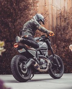 I love this bike so much What do you think? Ducati Scrambler Owner:… Ich liebe dieses Fahrrad so sehr. Ducati Scrambler Custom, Moto Bike, Cafe Racer Motorcycle, Motorcycle Style, Motorcycle Design, Sportster Scrambler, Cafe Racer Bikes, Cafe Racer Build, Bobbers