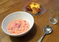 Mikki-munapaahtista ja Karkkipuuroa!  Mickey-toast and Candy Porridge