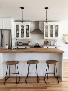 Excellent modern kitchen room are readily available on our web pages. Have a look and you wont be sorry you did. Farmhouse Style Kitchen, Modern Farmhouse Kitchens, New Kitchen, Home Kitchens, Kitchen Decor, Kitchen Ideas, 10x10 Kitchen, Kitchen Modern, Kitchen Layout