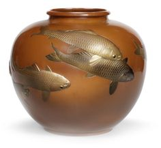 An inlaid copper vase By Hokoku, dated 1938 The large, squat ovoid vase with… Japanese Vase, Japanese Porcelain, Wood Vase, Metal Vase, Clear Glass Vases, Glass Art, Chinese Crafts, Fish Art, Vases Decor