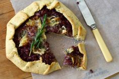 Roasted Red Onion and Gorgonzola Galette - going to make this over the weekend :) Cheesesteak, Onion, Tart, Nom Nom, Side Dishes, Salads, Snacks, Baking, Yum Yum