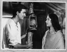 Sunil Dutt, Play Quiz, Story Titles, Vintage Bollywood, Home Movies, Indian Film Actress, Bollywood Stars, Classic Films, Pictures Of You
