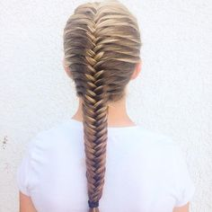 look how neat and straight this French fishtail braid by kaleyshairstyles is!
