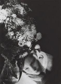 Alexander Rodchenko Polevye tsvety (Portrait of the artist's daughter*), 1935 *Varvara Rodchenko Alexander Rodchenko, Artistic Photography, Film Photography, Street Photography, Vintage Photography, Edward Steichen, Portraits, Photomontage, Photojournalism