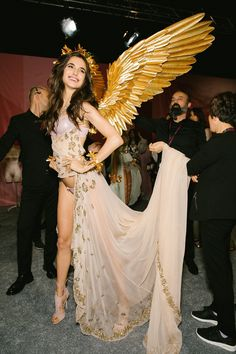 """""""Blanca Padilla backstage for the 2017 Victoria's Secret Fashion Show """" Victorias Secret Models, Victoria Secret Fashion Show, Victoria Secrets, Vs Fashion Shows, Victoria Secret Angels, Sophia Loren, Halloween Outfits, Costume Halloween, Halloween Wings"""