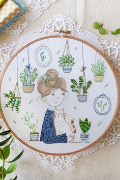 Wonderful Ribbon Embroidery Flowers by Hand Ideas. Enchanting Ribbon Embroidery Flowers by Hand Ideas. Learn Embroidery, Modern Embroidery, Embroidery Hoop Art, Embroidery For Beginners, Silk Ribbon Embroidery, Hand Embroidery Patterns, Vintage Embroidery, Embroidery Stitches, Embroidery Techniques