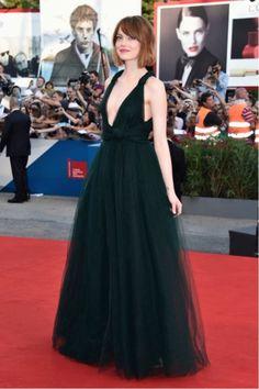 Emma Stone - maravilhosa - no Festival de Veneza - Fashionismo