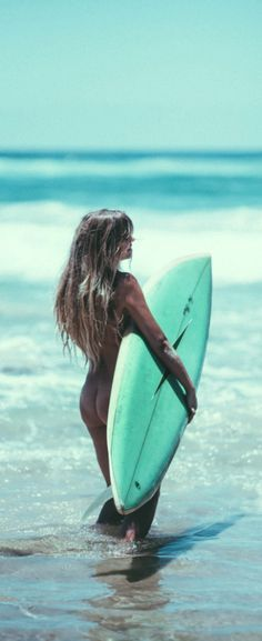 Free spirit..best way to surf..naked !