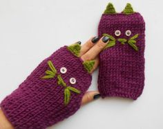 Green Fingerless Gloves, Striped Gloves, Boho Gloves, Crocodile Gloves, Knitted Gloves, Handmade Gloves, Gift Ideas, Mittens, Winter Gloves   100% first class. Quality Green, yarn used. Wooden buttons. Soft, comfortable gloves. It was built gracefully. It keeps you warm in the winter. Stylish Accessory. My relatives are my brothers friends. Gift can be an alternative.   Wash it by hand and let it dry.   The product is ready to ship. When payment is received then it will be sent. You can view…