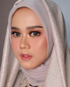 Bridal Portraits Hair Wedding Photos 56 Ideas For 2019 Simple Wedding Makeup, Bridal Makeup Looks, Bridal Beauty, Simple Makeup, Trendy Wedding, Hijab Makeup, Diy Makeup, Natural Prom Makeup, Muslimah Wedding
