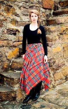 #Farbbberatung #Stilberatung #Farbenreich mit www.farben-reich.com Ha, a ballet top, tights wrap a tartan blanket & go ! ALady. Flat Kilt - Tartan Skirt (Maxi)