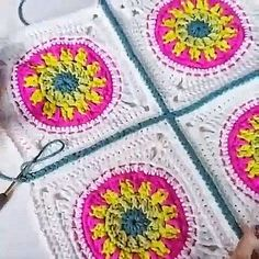 Joining Crochet Squares, Crochet Blocks, Granny Square Crochet Pattern, Crochet Blanket Patterns, Crochet Motif, Crochet Designs, Crochet Daisy, Knitting Patterns, Crochet Flowers