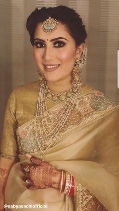 bridal jewelry for the radiant bride Indian Bridal Fashion, Indian Bridal Makeup, Asian Bridal, Sabyasachi Sarees, Banarsi Saree, Silk Sarees, Reception Sarees, Reception Dresses, Bridal Poses