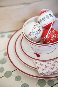 #Christmas #dinnerware | Dille & Kamille