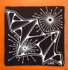 It& always exciting when a new tangle emerges from Zentangle Headquarters. This week their newsletter introduced Molly& ING, you can find. Zentangle Drawings, Doodles Zentangles, Zentangle Patterns, Black And White Art Drawing, Black Paper Drawing, Tangle Doodle, Doodle Art, Pen Doodles, Zen Art