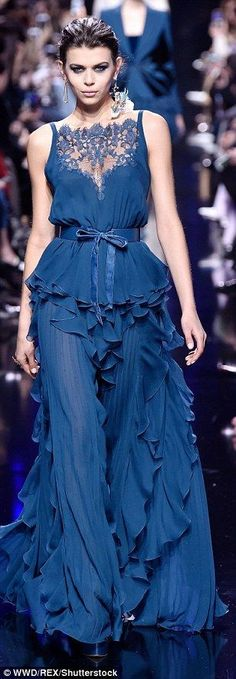 Hailey Baldwin dazzles in Elie Saab's show Maximum drama: The beauty upped the glamour with smoky eye make up and slicked her raven l… The post Hailey Baldwin dazzles in Elie Saab's show appeared first on Do It Yourself Diyjewel. Estilo Fashion, Fashion Moda, Blue Fashion, Fashion Week, Trendy Fashion, Style Couture, Couture Fashion, Runway Fashion, Fashion Beauty
