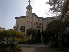 걸어가다가 본 성당. 건축된 지 무려 100년이 넘었다고..