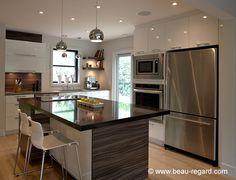 Armoire de cuisine mélamine, style urbain avec comptoir quartz Kitchen Dining, Kitchen Decor, Interior Architecture, Interior Design, Grey Kitchens, Home Reno, Home Decor Styles, Sweet Home, New Homes