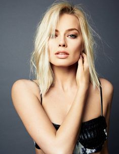 Margot Robbie was born in Dalby, Queensland, Australia and raised on the Gold Coast. Married to British assistant director Tom Ackerley and lives with him London. Read more for Margot Robbie biography, hot photos, movies list and personal life. Margot Robbie Harley, Margo Robbie, Atriz Margot Robbie, Margot Elise Robbie, Actress Margot Robbie, Margaret Robbie, Margot Robbie Photoshoot, Beautiful Celebrities, Beautiful Women